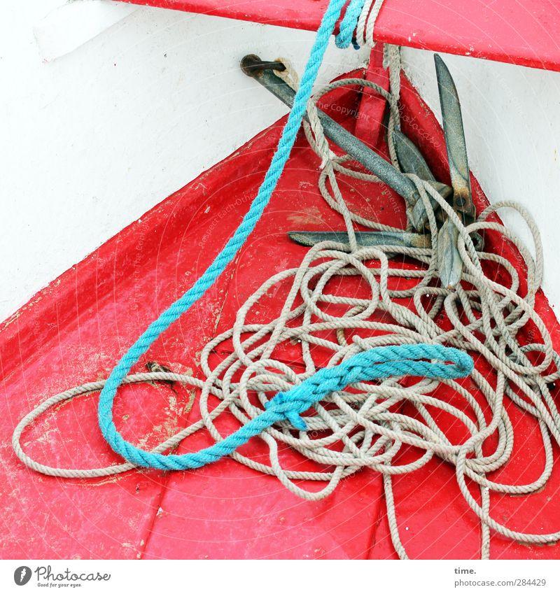 Exterieur | gefangen in plastik weiß rot Metall Wasserfahrzeug Abenteuer Seil Schnur Bank trocken Kunststoff lang unten Schifffahrt chaotisch nachhaltig eckig