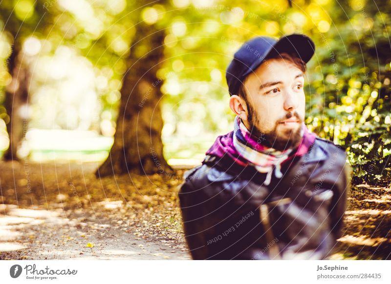 lover of the light Lifestyle Stil Ausflug Mensch maskulin Junger Mann Jugendliche Erwachsene 1 18-30 Jahre Umwelt Natur Herbst Park Wald Baseballmütze Bart