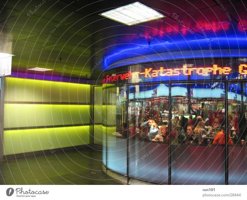 KATASTROPHE Mensch grün blau Ernährung Lampe Architektur Restaurant Café Desaster