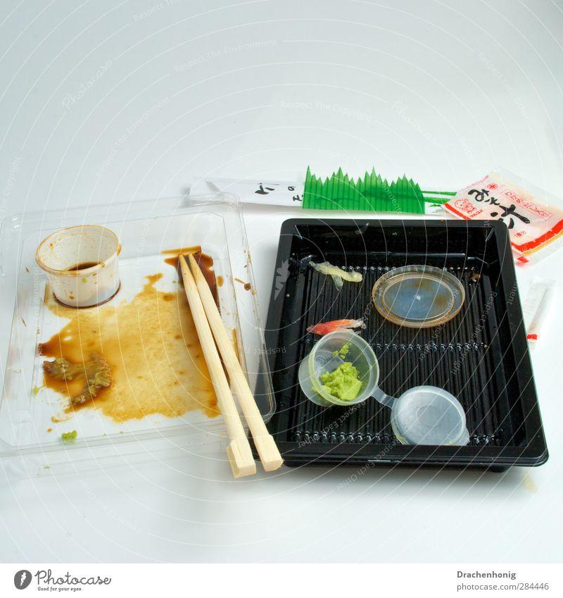 Sushi to go Essen Gesundheit Gesunde Ernährung Lebensmittel frisch Fisch Kunststoff Müll Japan Diät Schalen & Schüsseln Mittagessen Kunststoffverpackung