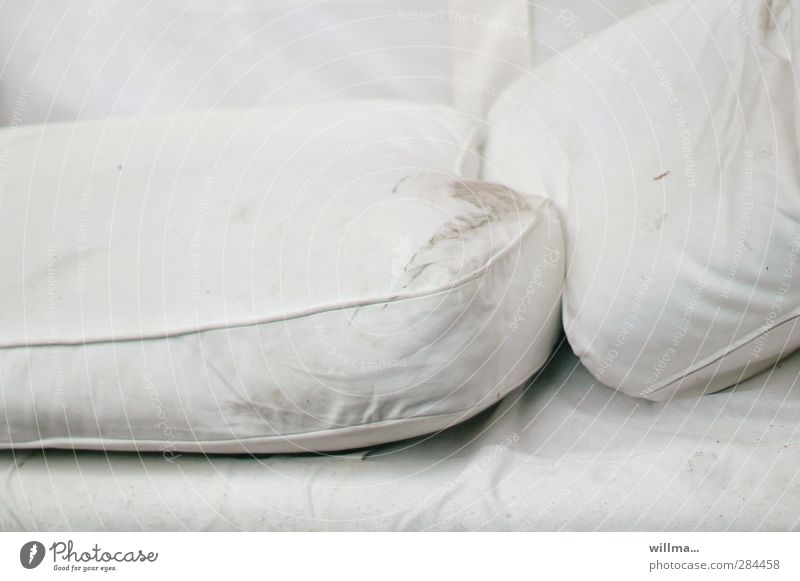 gastfreundschaft in HH[1] weiß grau dreckig Armut schlafen Bett Zukunftsangst Bettlaken Schlafmatratze schmuddelig Zufluchtsort Kopfkissen obdachlos Unterkunft