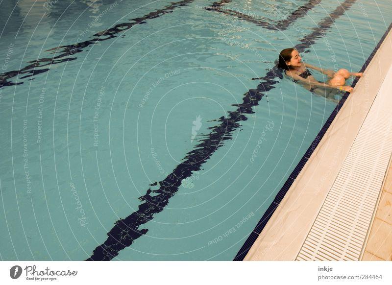 ein Pool nur für mich (Seltenheitswert) Mensch Kind Jugendliche Ferien & Urlaub & Reisen Wasser Mädchen Freude ruhig Ferne Leben Gefühle Spielen Stimmung Schwimmen & Baden Körper Kindheit