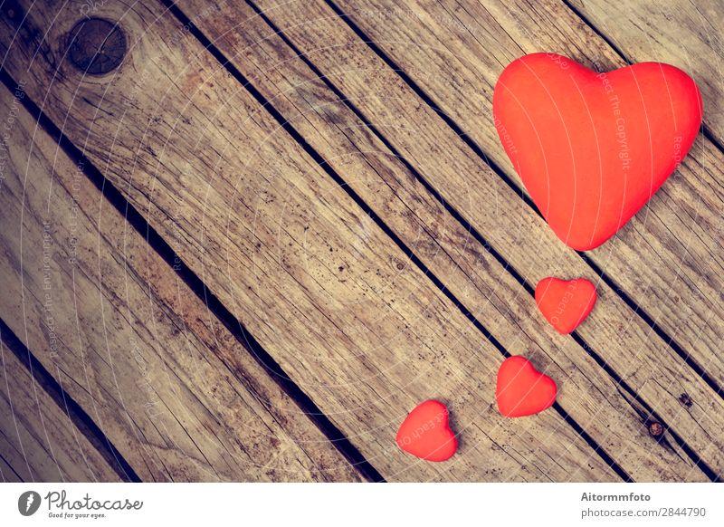 Herzen auf Holzgrund Design Dekoration & Verzierung Feste & Feiern Valentinstag Hochzeit Linie alt Liebe retro braun rot Gefühle Romantik Farbe Idee Kreativität
