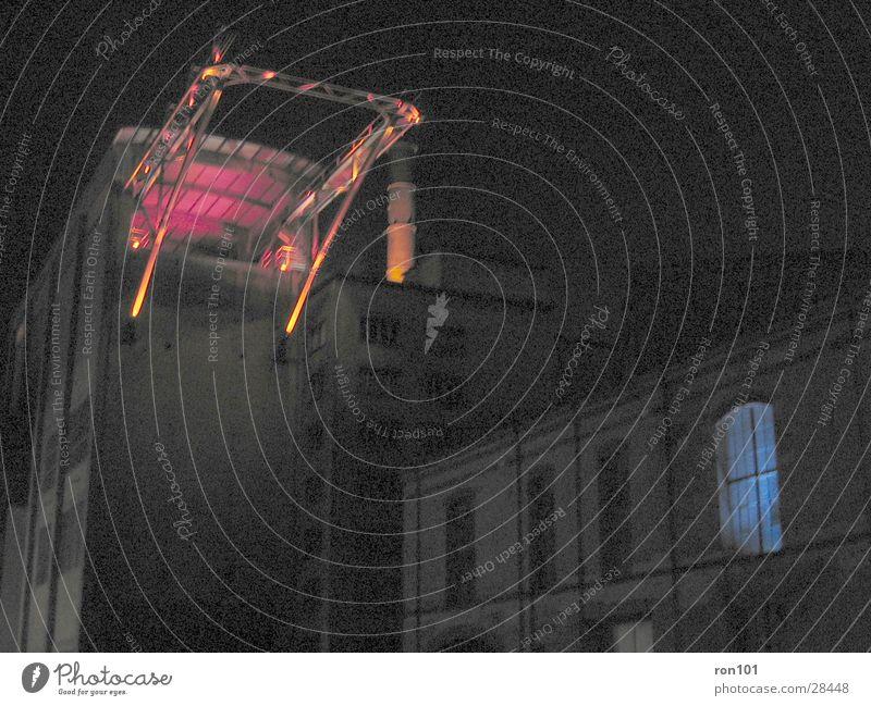 industrie Gebäude Fabrikhalle Beleuchtung Licht rot Konstruktion Architektur Baugerüst Industriefotografie
