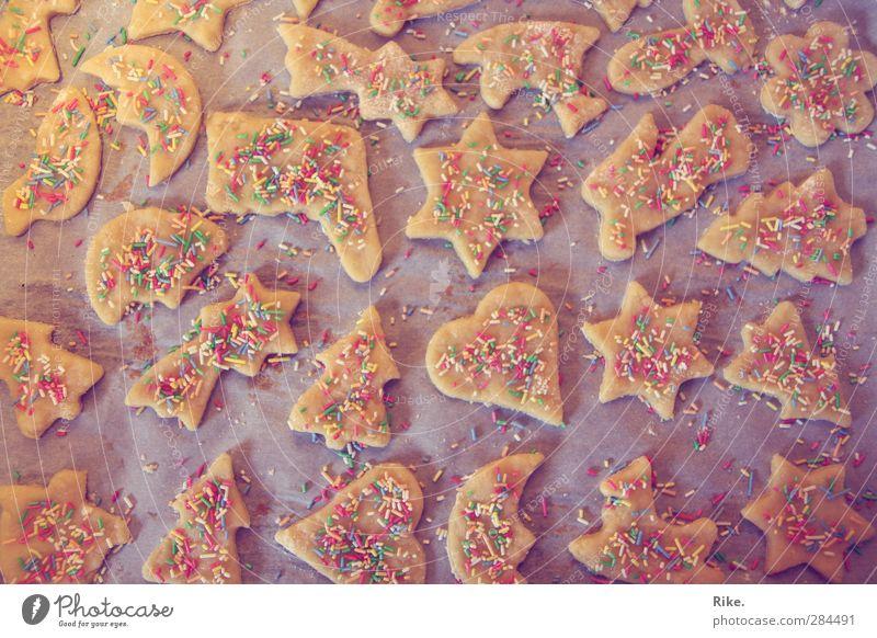 Weihnachtsbäckerei. Weihnachten & Advent Stimmung Lebensmittel Freizeit & Hobby Kindheit warten frisch Herz Ernährung süß Stern (Symbol) Kochen & Garen & Backen Kitsch Engel Süßwaren lecker