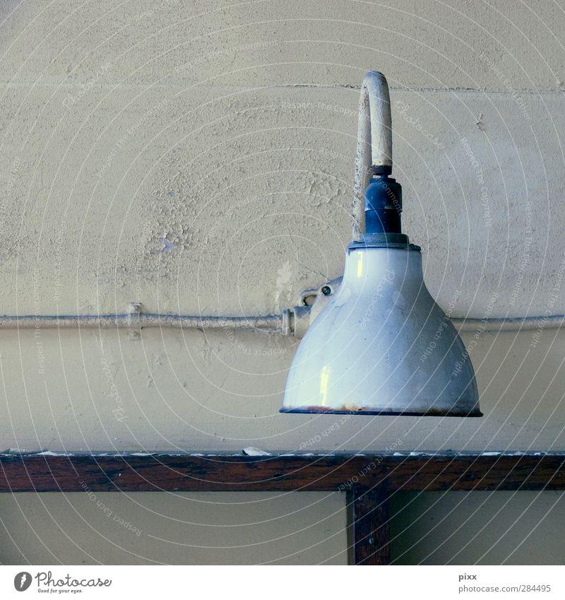 __|- alt Holz Innenarchitektur hell Lampe Metall Linie Arbeit & Erwerbstätigkeit Wohnung Elektrizität Kabel Industrie Fabrik Kontrolle Symmetrie Handwerker