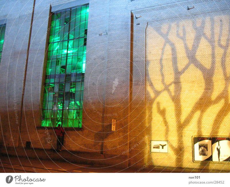 beleuchtung Gebäude Fabrikhalle Wand Fenster gelb Architektur Beleuchtung gün orange Projektion