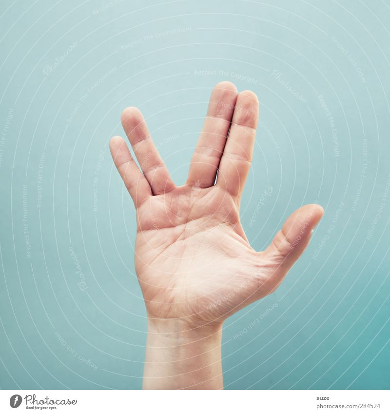 Seid gegrüßt Erdlinge Haut Arme Hand Finger Zeichen Kommunizieren Coolness einfach hell trendy Frieden Ringfinger kleiner Finger Daumen Zeigefinger hell-blau