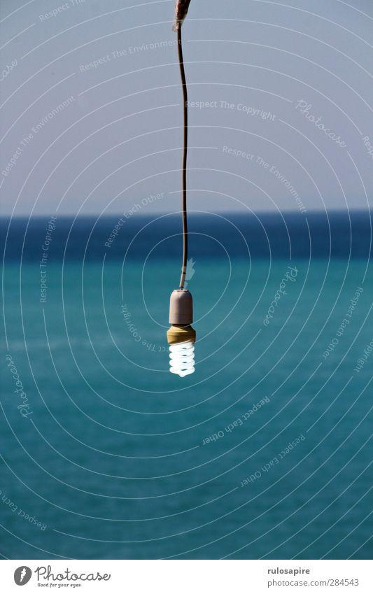 Mee(h)r-Spar-Birne Himmel blau Wasser Sommer Meer Beleuchtung Küste Lampe Energiewirtschaft Luft Büro Tourismus Klima Elektrizität Armut Zukunft