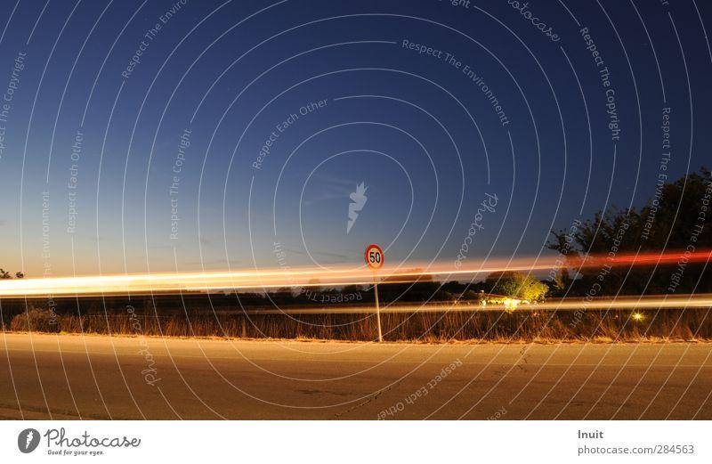 speed limit blau rot gelb Ferne Straße Bewegung Freiheit PKW Geschwindigkeit Ziffern & Zahlen fahren Autofahren Verkehrsschild Verkehrszeichen
