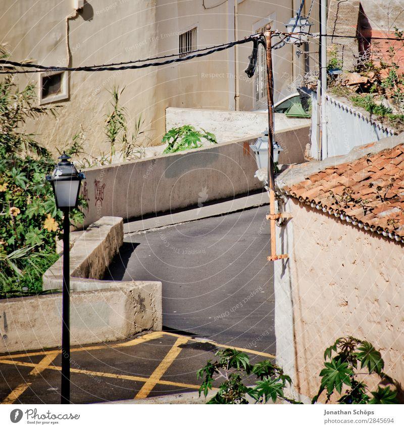 Straße in La Orotava, Teneriffa Stadt Haus Gebäude Fassade Spanien Reisefotografie Dach veraltet Farbfoto Außenaufnahme Menschenleer Tag Mittagssonne Siesta