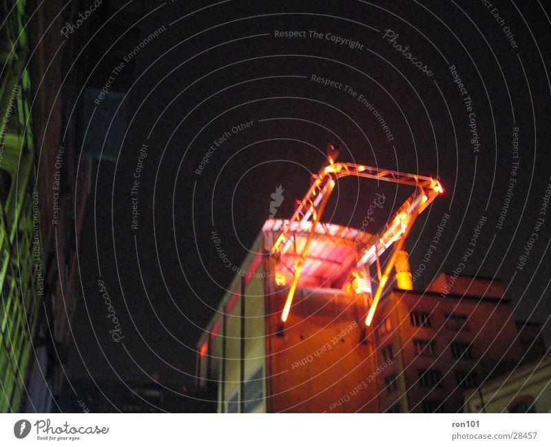 irgend ein gerüst rot Gebäude Beleuchtung orange Architektur Baugerüst Fabrikhalle