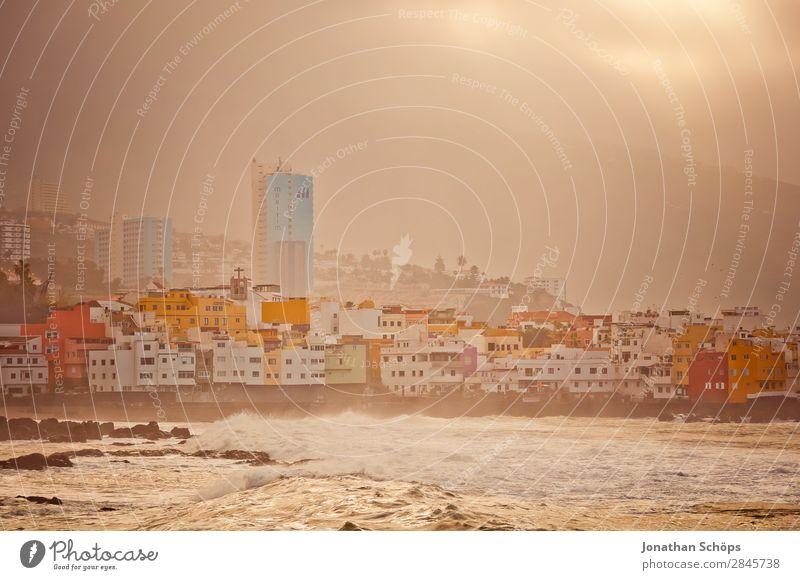 Küste Puerto de la Cruz, Teneriffa Hochhaus Haus Kanaren Spanien Süden Stadt Hafenstadt Smog Nebel Wärme Sonne heiß trocken Klimawandel Ferien & Urlaub & Reisen