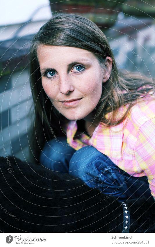 Freizeit Hund Mensch Frau Jugendliche schön Tier Erwachsene Gesicht Auge Junge Frau feminin Leben Haare & Frisuren Kopf 18-30 Jahre Haut