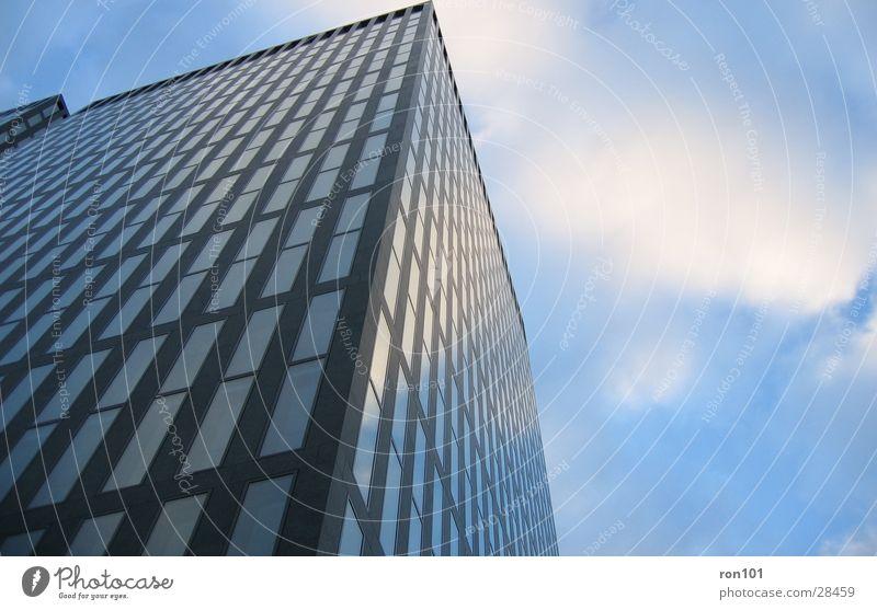 corner Himmel weiß blau Haus Wolken Fenster Architektur Hochhaus Etage