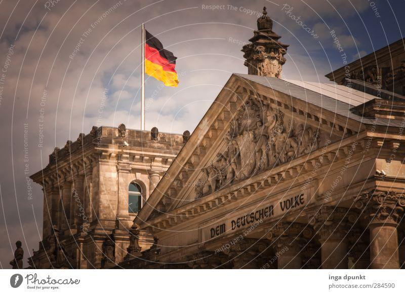 Schland! Berlin Bundesadler Deutscher Bundestag Fahne Sehenswürdigkeit Politik & Staat Hauptstadt Regierungssitz Farbfoto Außenaufnahme Menschenleer Tag