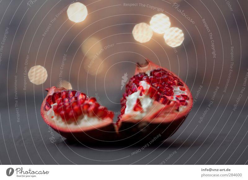Granat Granatapfel rot Licht Stimmung Wärme Schwache Tiefenschärfe Frucht Beleuchtung lieblich knackig frisch Gesunde Ernährung Unschärfe Samen einzeln