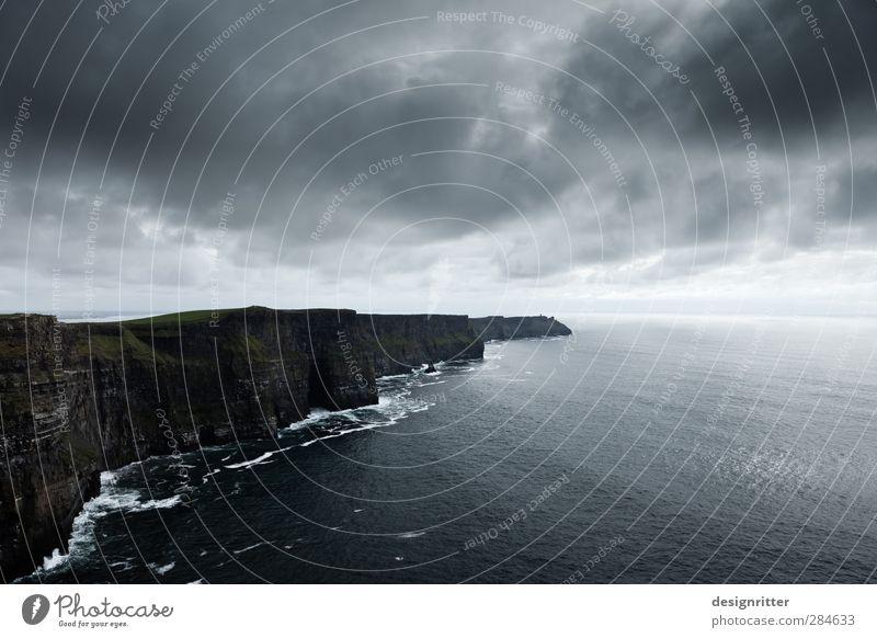 trotzig Himmel Wolken Gewitterwolken Klima schlechtes Wetter Unwetter Felsen Berge u. Gebirge Wellen Küste Bucht Meer Atlantik Klippe Cliffs of Moher Nordirland