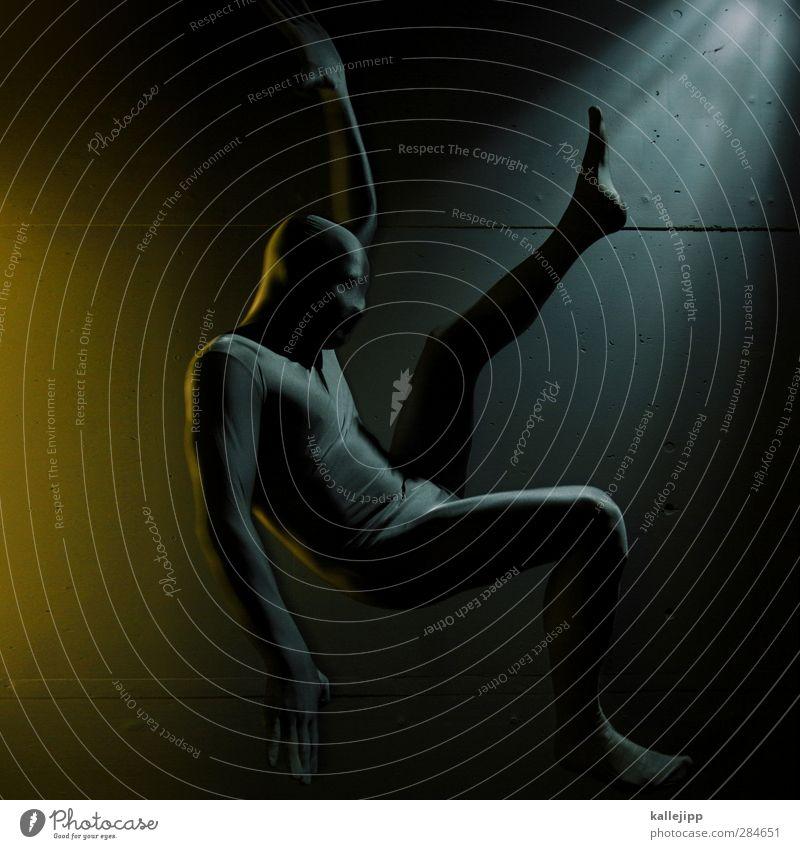nur noch kurz die welt retten Mensch Mann Erwachsene Sport springen Körper maskulin Beton Fitness fallen Anzug silber Sport-Training Held anonym retten