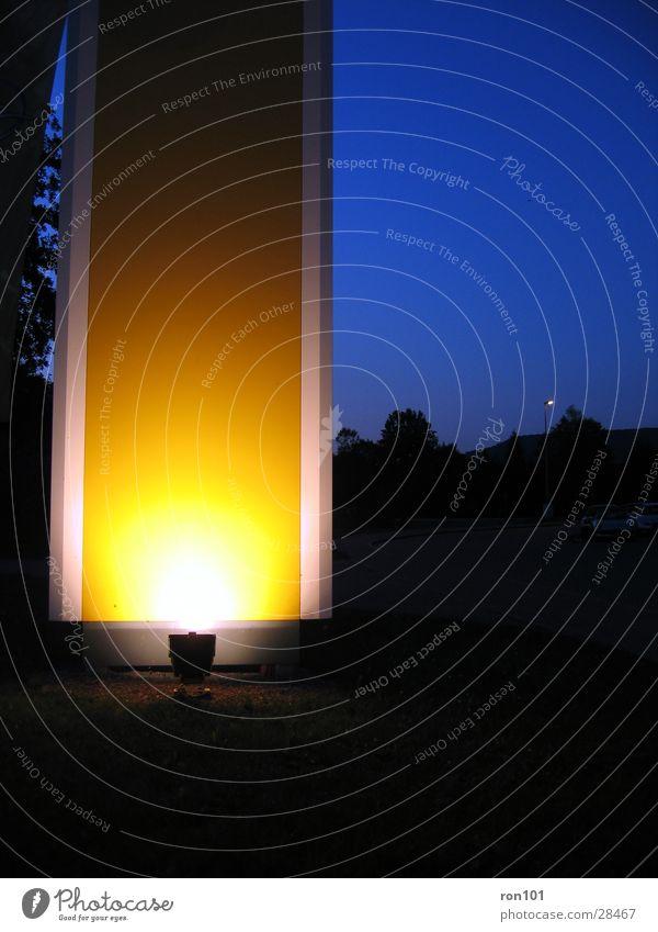 yellow103 Himmel blau gelb dunkel Architektur Beleuchtung Säule Neonlicht
