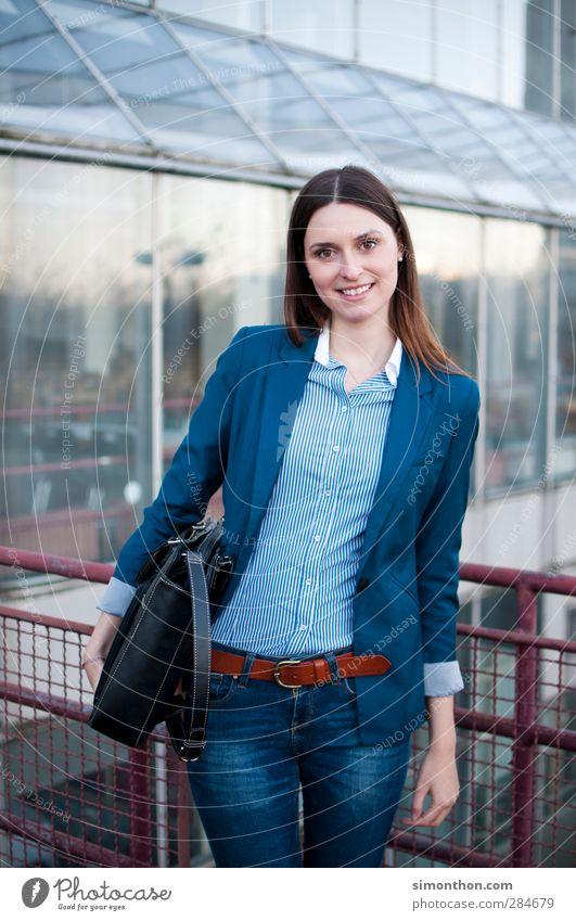 Business Woman Mensch Jugendliche Junge Frau 18-30 Jahre Erwachsene Erfolg Studium Freundlichkeit Industrie Baustelle Bildung Kontakt Geldinstitut Student