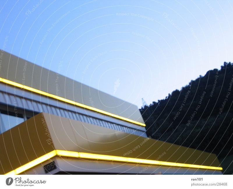 yellow102 Himmel blau gelb Architektur Beleuchtung Neonlicht