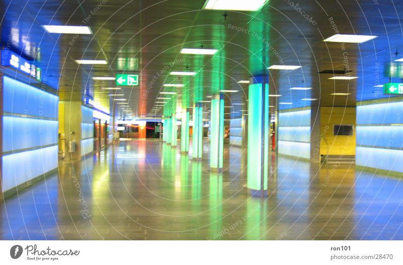 neonlight grün blau Architektur Neonlicht Durchgang