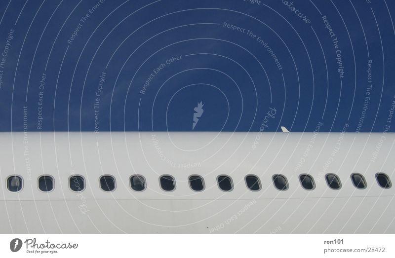bullaugen weiß blau Fenster Flugzeug Luftverkehr Bullauge Flugzeugfenster
