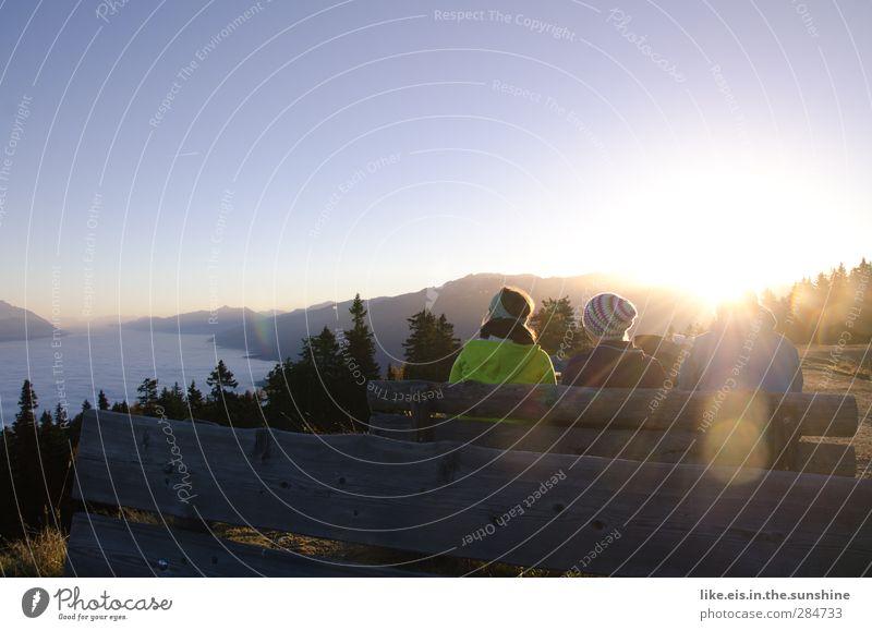 frühstück mit aussicht*** Mensch Natur Ferien & Urlaub & Reisen Landschaft Ferne Umwelt Berge u. Gebirge Herbst feminin Leben Freiheit Freundschaft sitzen Nebel