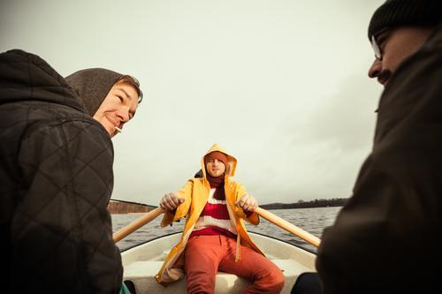 seemannsgarn Ferien & Urlaub & Reisen Ausflug Abenteuer Mensch maskulin Junger Mann Jugendliche Erwachsene 3 Wasser Herbst Winter Wetter schlechtes Wetter See