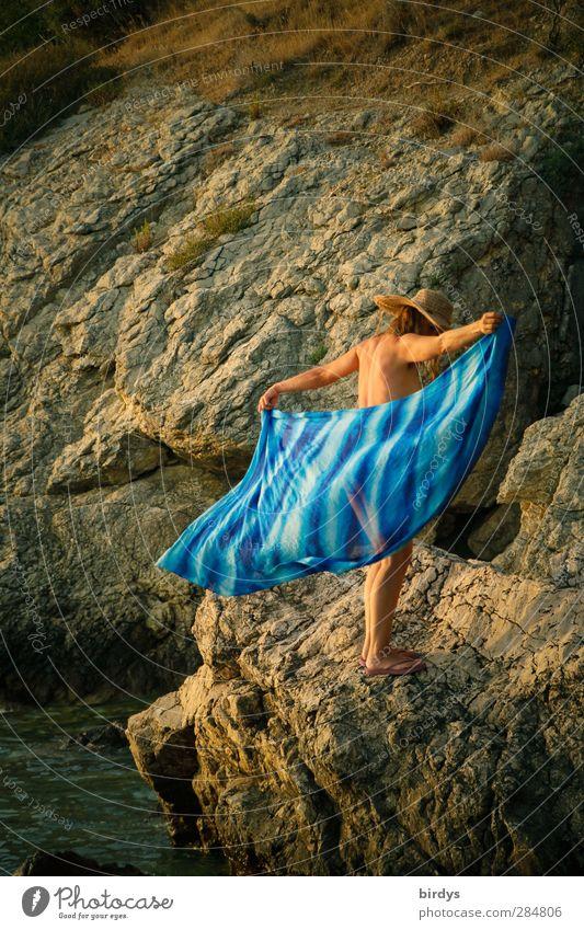 Leichtigkeit Mensch Natur Jugendliche blau Sommer Erwachsene nackt Wärme Junge Frau feminin Leben Erotik Bewegung Küste 18-30 Jahre Felsen