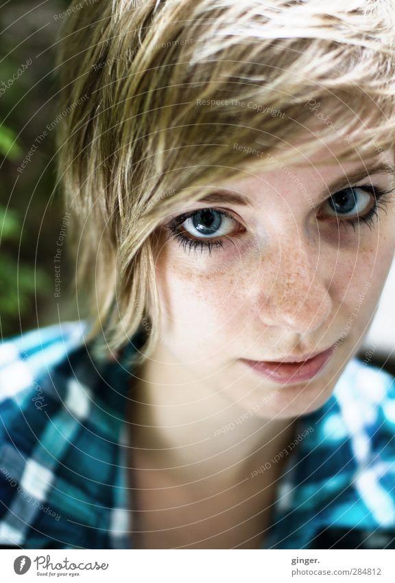 Geradeaus Wimperntusche Sonne Mensch feminin Junge Frau Jugendliche Leben Kopf Haare & Frisuren Gesicht Auge Nase Mund 1 18-30 Jahre Erwachsene Blick