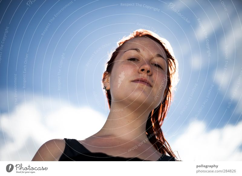 ô_ô Mensch Frau Himmel Jugendliche Sommer Wolken Erwachsene Junge Frau feminin Leben Gefühle 18-30 Jahre Wetter Schönes Wetter Stolz Respekt