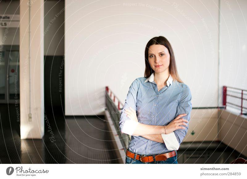 Studium Mensch Jugendliche Erwachsene feminin Schule 18-30 Jahre Business Büro Arbeit & Erwerbstätigkeit Erfolg Zukunft lernen Schulgebäude Bildung Student
