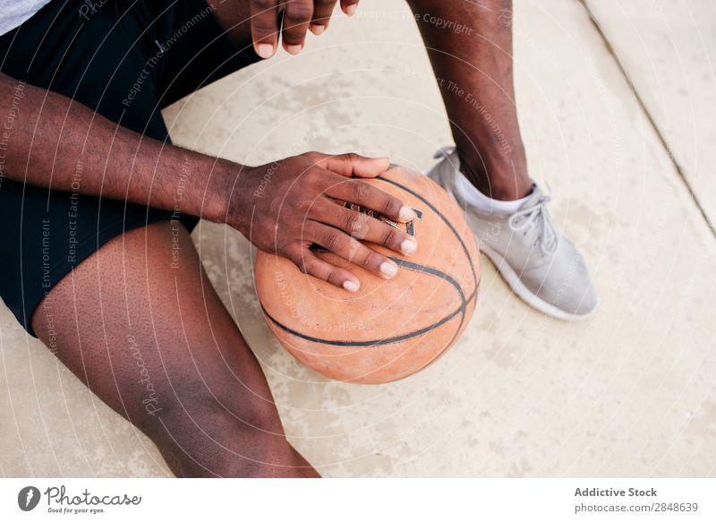 Getreidemann beim Basketball Mann Sportpark Körperhaltung Afroamerikaner Spieler Ferien & Urlaub & Reisen Straßenball Freizeit & Hobby Skyline Stadt maskulin