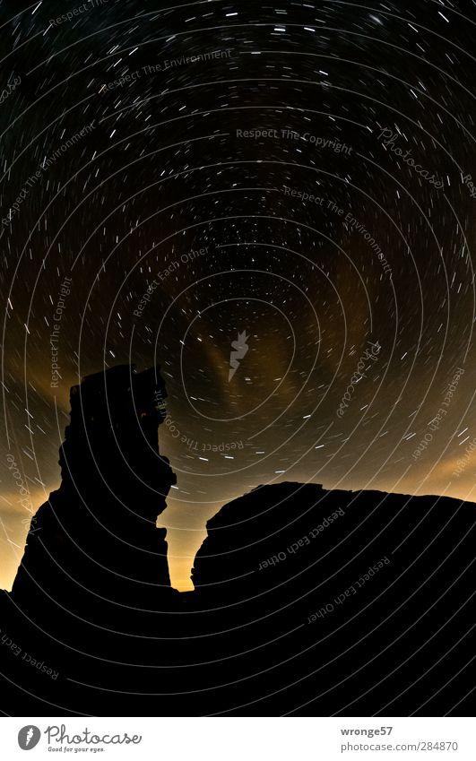 Heulender Hund Himmel Natur Landschaft schwarz Berge u. Gebirge Stimmung Felsen Stern Ewigkeit Unendlichkeit Weltall Nachthimmel Sternenhimmel Harz Stativ