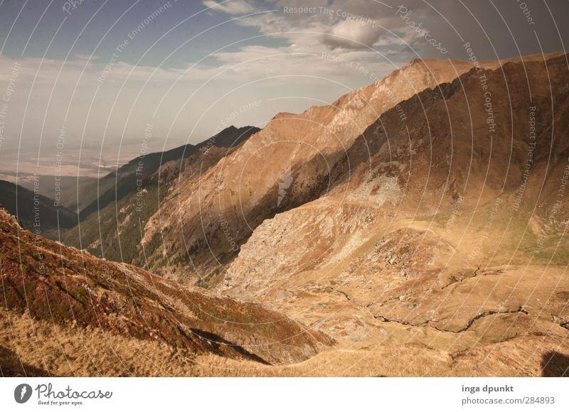 Karge Berge sichten... Himmel Natur Pflanze Einsamkeit Wolken Landschaft Ferne Umwelt Berge u. Gebirge Herbst Gras Felsen Wetter natürlich Tourismus Schönes Wetter