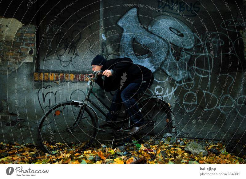 gegenwind Fahrrad Mensch maskulin Mann Erwachsene 1 30-45 Jahre Herbst Fahrzeug fahren lenken Eile Geschwindigkeit Mauer Graffiti Blatt ducken Aerodynamik Mütze