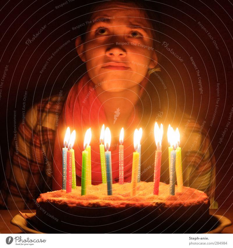 Happy Birthday! Mensch Kind Jugendliche rot Einsamkeit ruhig Junge Frau feminin Traurigkeit Kopf Essen Feste & Feiern Denken Geburtstag Dekoration & Verzierung