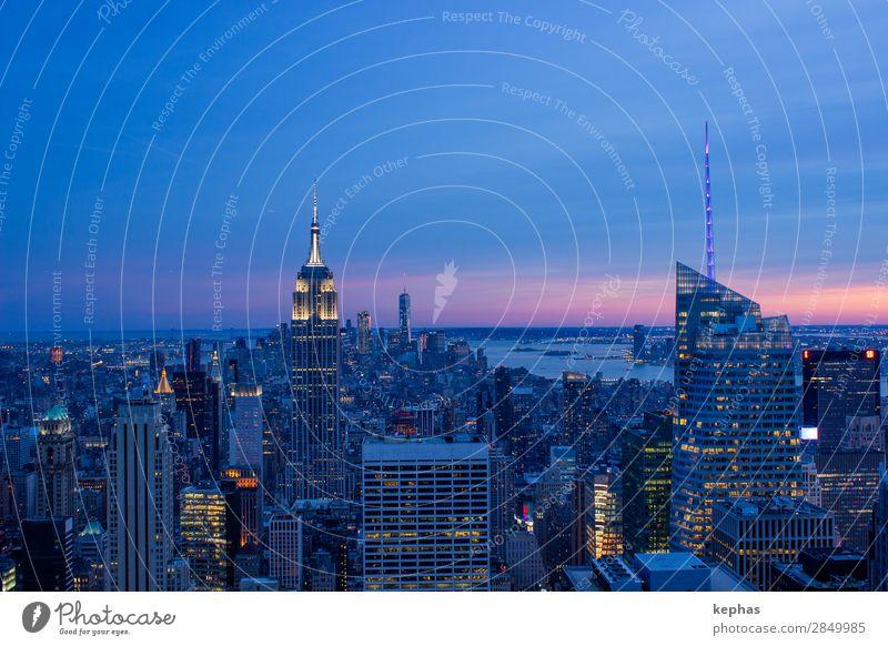 Midtown New York City at sunset III Ferien & Urlaub & Reisen blau Stadt Haus Architektur Gebäude Tourismus Fassade Hochhaus elegant ästhetisch Erfolg USA