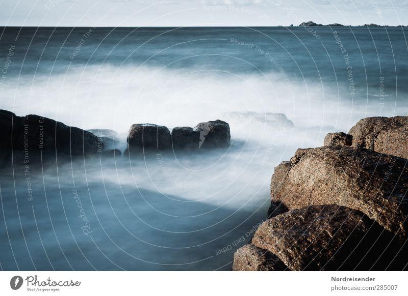 Untiefen und Abgründe Natur blau Meer Ferne kalt Leben Bewegung Küste Freiheit Horizont träumen Stimmung Felsen braun natürlich Wellen