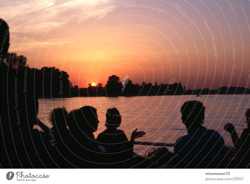 Sonnenuntergang Menschengruppe Wasserfahrzeug Ausflug Düsseldorf Rhein begegnen Kreis Neuss Hafenrundfahrt