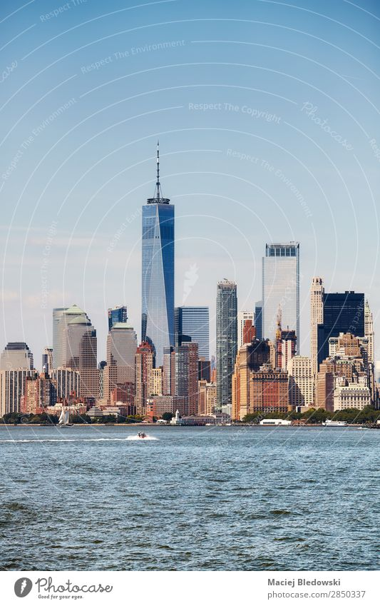 New York City Skyline an einem sonnigen Tag, USA Lifestyle Reichtum Ferien & Urlaub & Reisen Tourismus Sightseeing Städtereise Büro Himmel Fluss Stadt Hochhaus