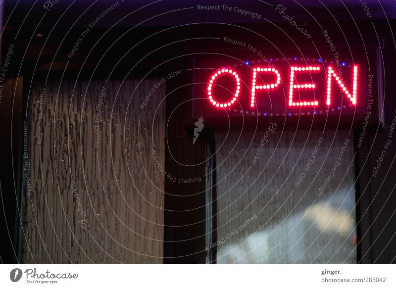 Köln UT 10/12 | Spelunke Haus Tür Namensschild leuchten Schilder & Markierungen open offen Hinweisschild Einladung Fenster Kneipe dunkel Gastronomie hässlich