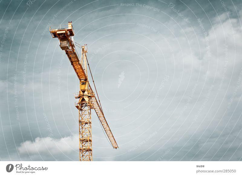 Kranich Arbeit & Erwerbstätigkeit Arbeitsplatz Baustelle Industrie Business Mittelstand Umwelt Luft Himmel Wolken Stahl stehen eckig einfach hoch gelb grau