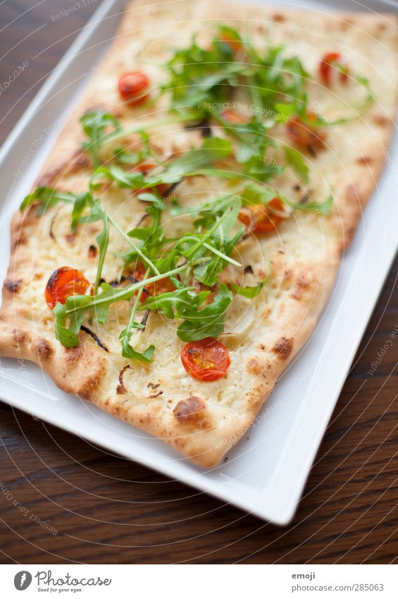 Flammkuchen Gemüse flammkuchen Pizza ruccola Salat Ernährung Mittagessen Vegetarische Ernährung Teller frisch Gesundheit lecker selbstgemacht Farbfoto