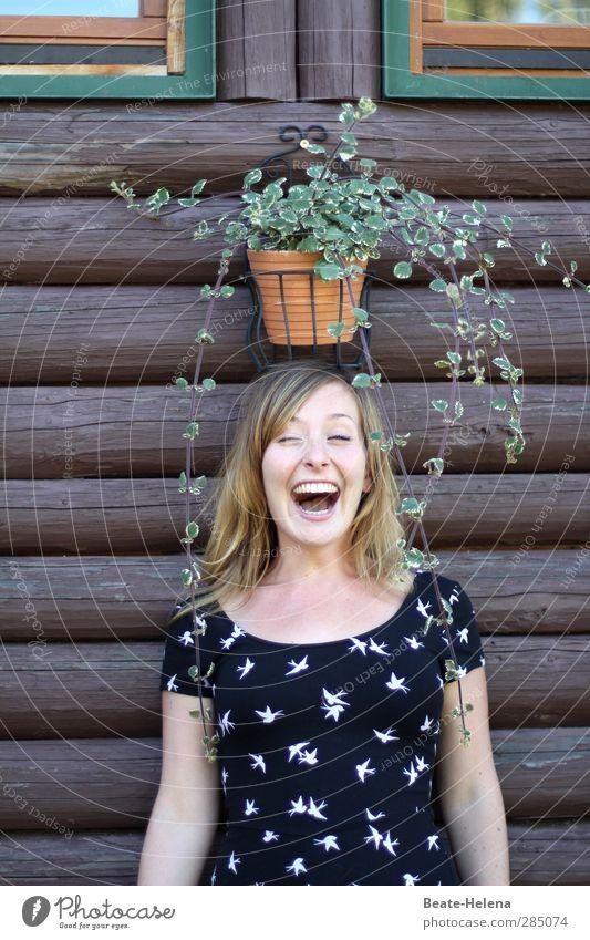 Glücklich | Der Hut, der steht mir gut! Mensch Natur Jugendliche schön Pflanze Junge Frau Gesicht Erwachsene 18-30 Jahre feminin Spielen lustig lachen Kopf