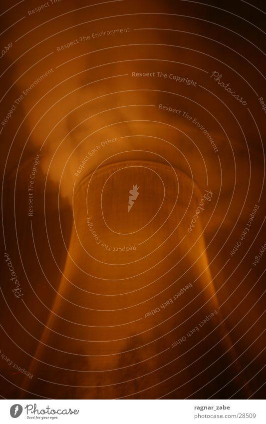 Burning Atommeiler Langzeitbelichtung Kernkraftwerk Nacht Wasserdampf gegen Kraft Elektrizität Industrie Atommmeiler Energiewirtschaft Lampe Kühlturm