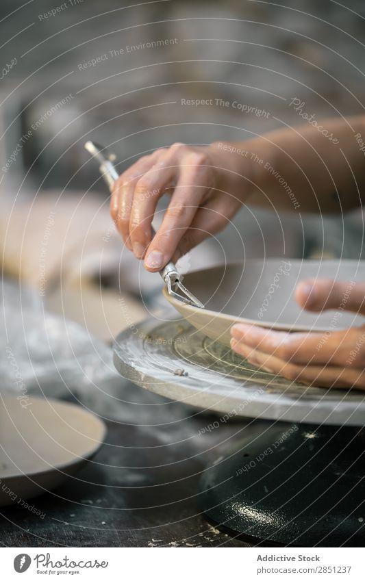 Crop Handwerker Schnitzerei Tonschale Mensch schnitzen Keramik Kunst Kunsthandwerker Fähigkeit Kreativität Freizeit & Hobby selbstgemacht Tradition