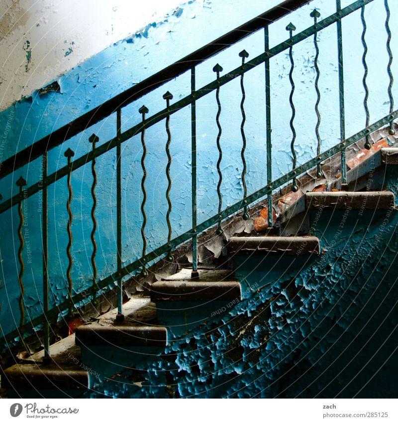 the times they are a changin blau alt Haus Wand Architektur Mauer Gebäude Metall Fassade Treppe kaputt Vergänglichkeit Treppengeländer Verfall Stahl Ruine